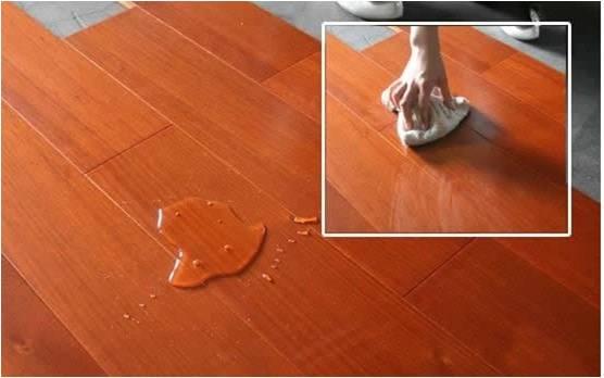 大王椰桃花芯地板防潮耐热